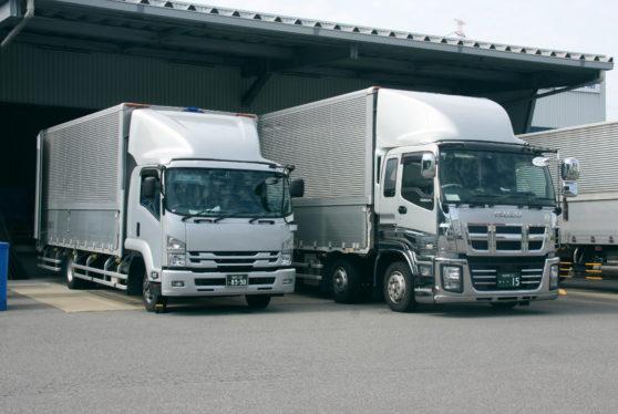 【正社員】中型 4t ウイング ディスカウント店舗輸送トラックドライバー